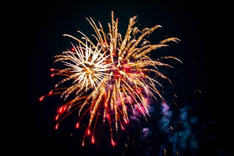 Los coloridos fuegos artificiales en las Noches de Verano 2 imágenes de archivo libres de regalías