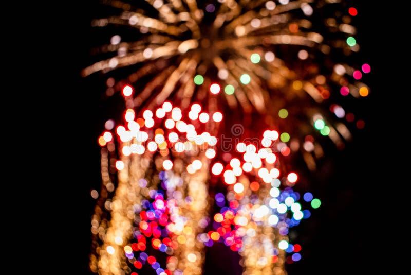 Los coloridos fuegos artificiales en las noches de verano 11 fotografía de archivo libre de regalías