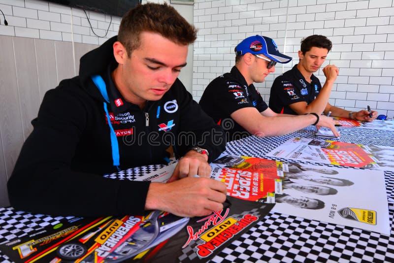 Los conductores del campeón de los Supercars de V8 resuelven fans del Motorsport en Auckland, imagen de archivo libre de regalías