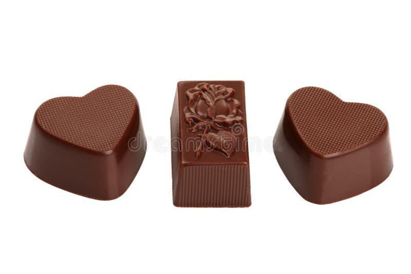 Los corazones del caramelo de chocolate y se levantaron imagen de archivo