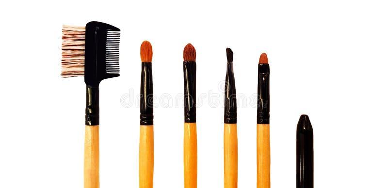 Los cosméticos componen el sistema de cepillo aislado en el fondo blanco imagenes de archivo