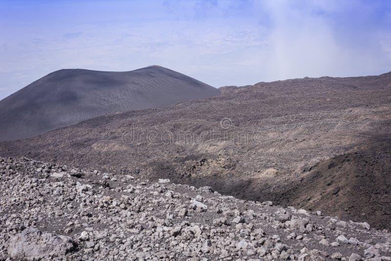 Los cráteres de Silvestri en el monte Etna, volcán activo en la costa este de Sicilia, Italia imagen de archivo