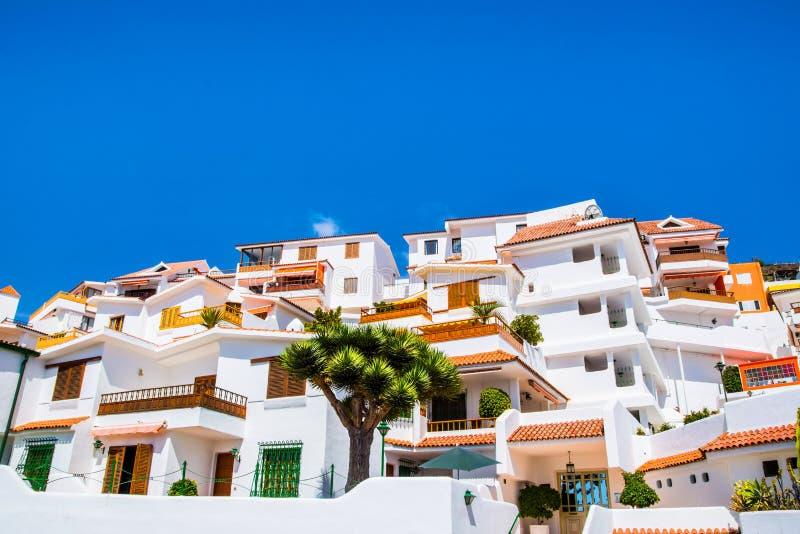 Los Cristianos传统建筑学的美丽的景色  免版税图库摄影