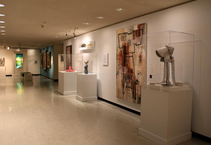 Los cuartos y los vestíbulos llenaron del arte y de la escultura, Art Gallery conmemorativo, Rochester, Nueva York, 2017 fotos de archivo