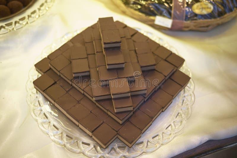 Los cubos del chocolate llamaron cremini foto de archivo