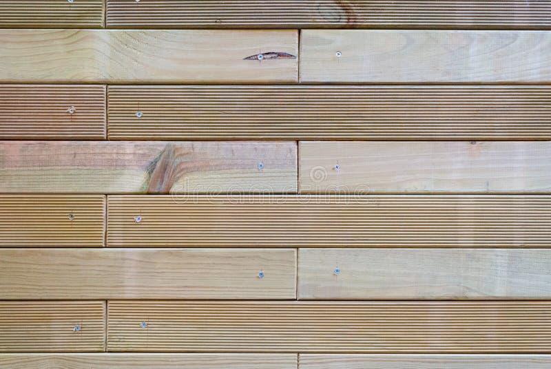 Los dados de madera atornillaron fotos de archivo