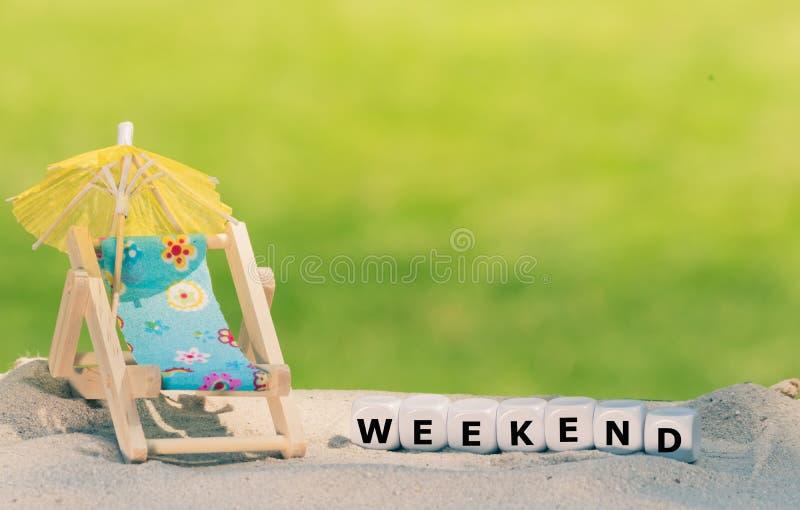 Los dados forman la palabra 'fin de semana ' imagen de archivo libre de regalías