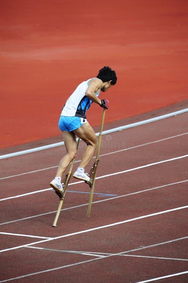 Los deportes se encuentran, los altos juegos de la pierna, juegos del zanco imágenes de archivo libres de regalías