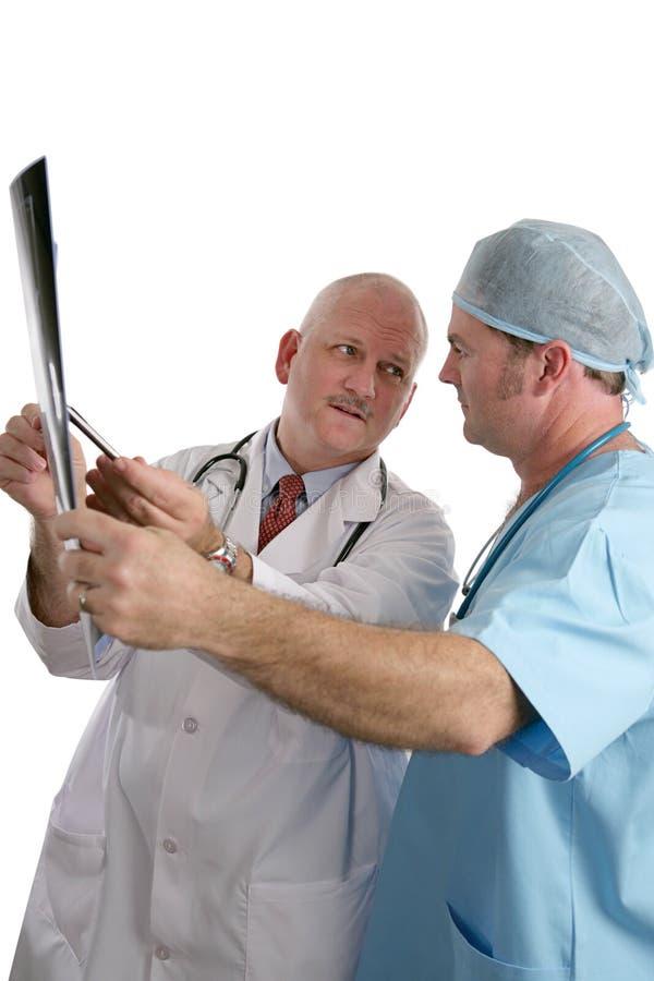 Los doctores Consulting en radiografía fotografía de archivo libre de regalías
