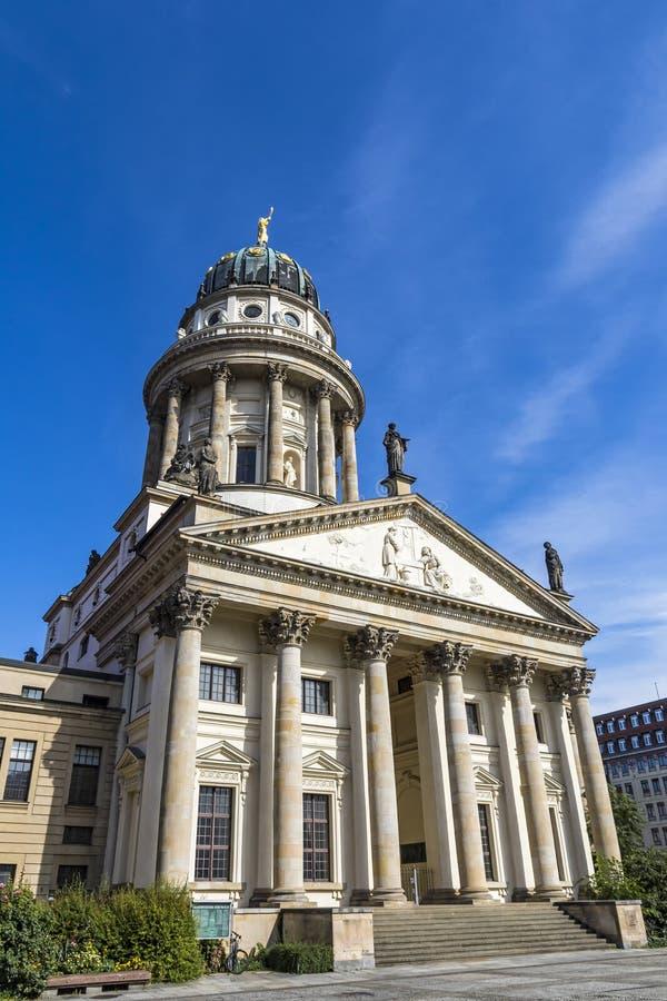 Los Dom de Franzosische en Gendarmenmarkt ajustan en Berlín, Alemania imagen de archivo libre de regalías