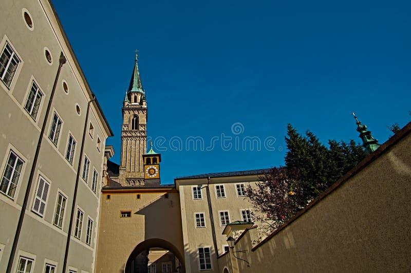 Los Dom de la catedral o de Salzburger de Salzburg son la iglesia católica romana barroca del siglo XVII en Salzburg, Austria fotografía de archivo