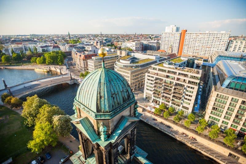 Los Dom del berlinés, la diversión del río, y el Hackescher Markt fotografía de archivo