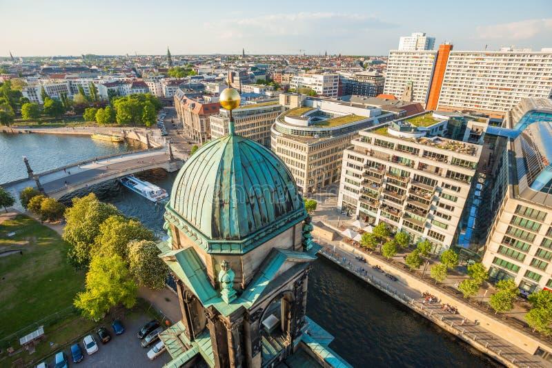 Los Dom del berlinés, la diversión del río, y el Hackescher Markt fotos de archivo