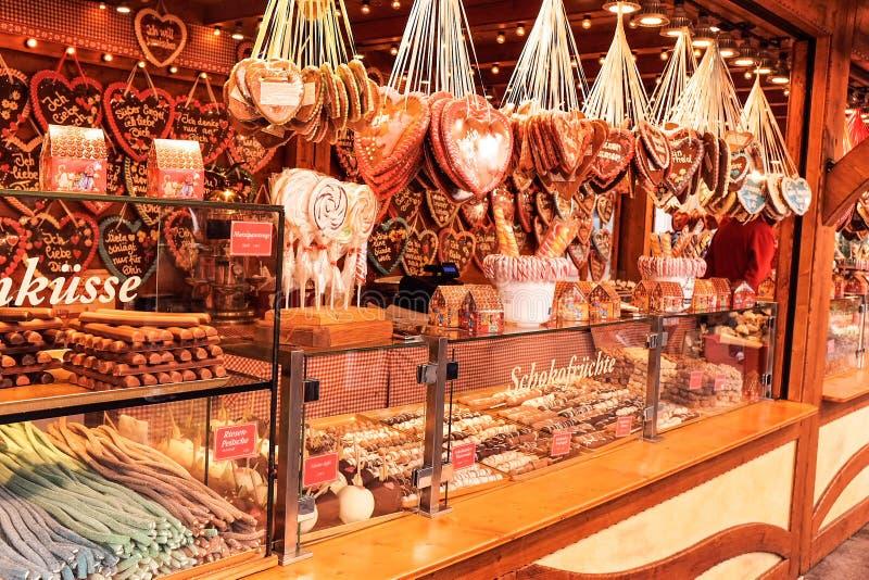 Los dulces atascan en mercado de la Navidad de Berlín, Alemania foto de archivo libre de regalías