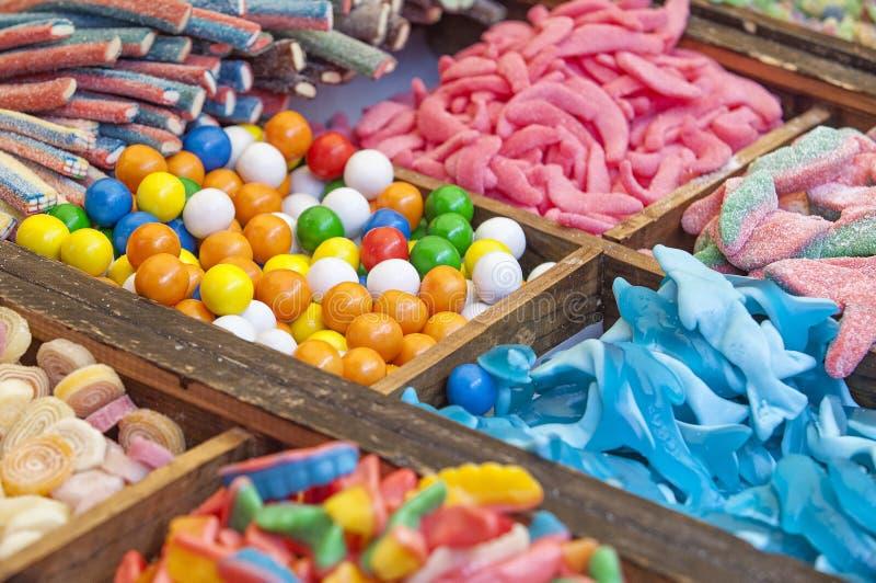 Los dulces, escarchado y las jaleas en el mercado callejero atascan fotografía de archivo libre de regalías
