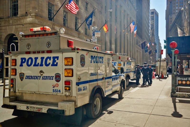 29 03 2007, los E.E.U.U., Nueva York: Camión de la emergencia al colocarse en a foto de archivo