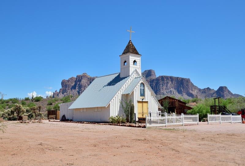 Los E.E.U.U., Arizona/empalme de Apache: Museo de la montaña de la superstición - capilla de la boda imagen de archivo