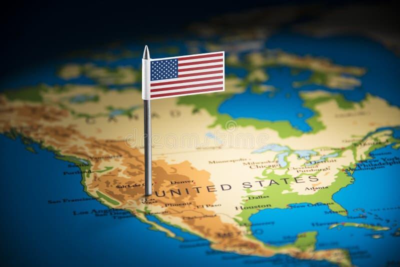 Los E.E.U.U. marcaron con una bandera en el mapa foto de archivo libre de regalías
