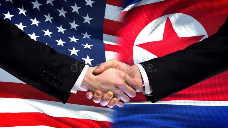 Los E.E.U.U. y apretón de manos de Corea del Norte, fondo internacional de la bandera de la amistad, finanzas imagen de archivo libre de regalías