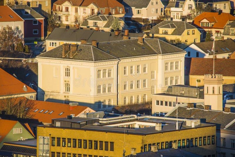 Los edificios adentro halden, la biblioteca imagen de archivo libre de regalías