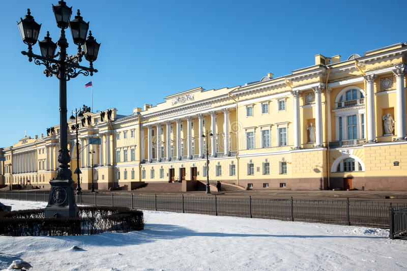Los edificios del senado y del sínodo en St Petersburg fotografía de archivo