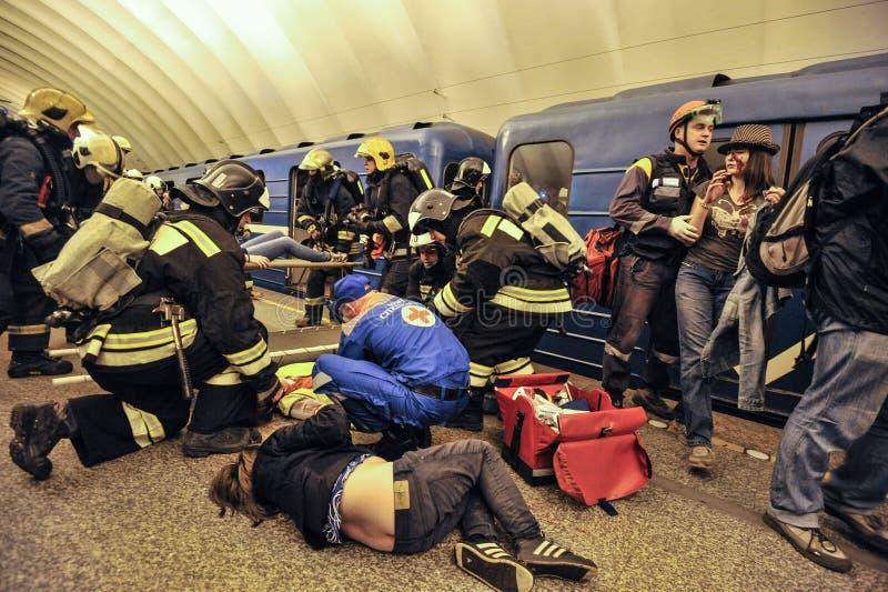 Los ejercicios del ministerio de las emergencias imagen de archivo libre de regalías