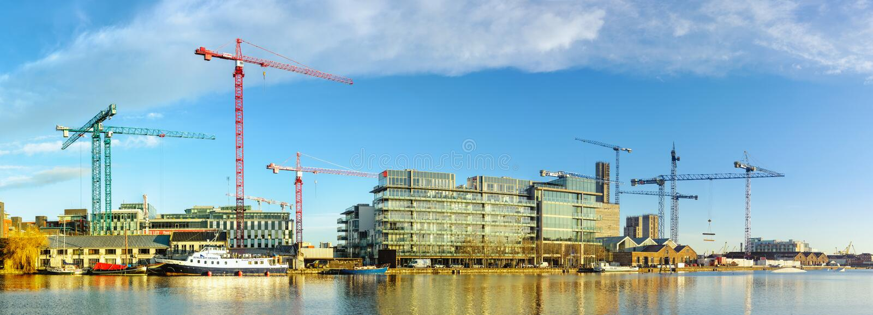Los emplazamientos de la obra en la parte moderna de Dublin Docklands, también saben imágenes de archivo libres de regalías