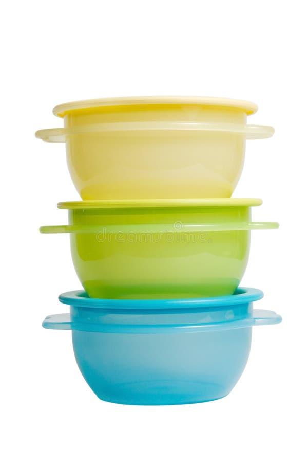 Los envases de alimento plásticos tienen gusto del tupperware imagenes de archivo