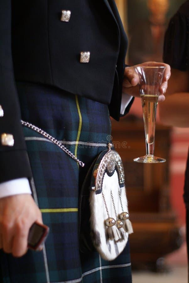 Los escoceses preparan en una falda escocesa imágenes de archivo libres de regalías