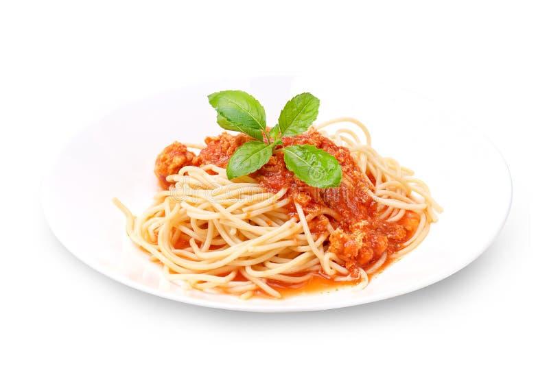 Los espaguetis boloñés aislaron en blanco con la trayectoria de recortes fotografía de archivo libre de regalías