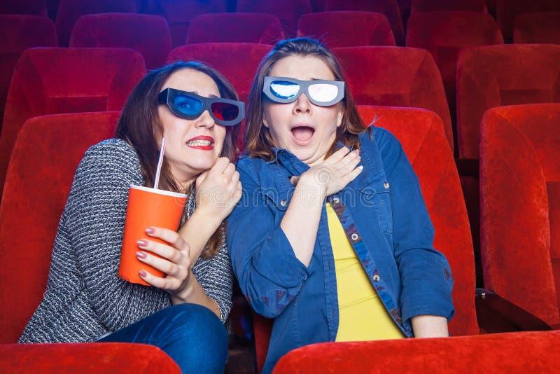 Los espectadores en el cine fotografía de archivo