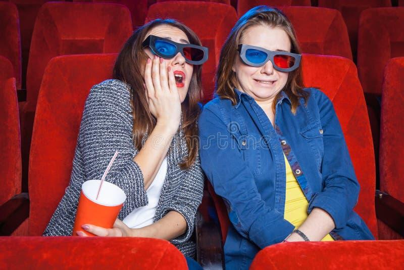 Los espectadores en el cine fotos de archivo