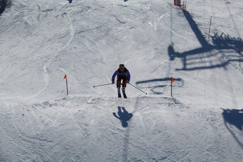 Los esquís saltan la marmota A.C. Canadá imagenes de archivo