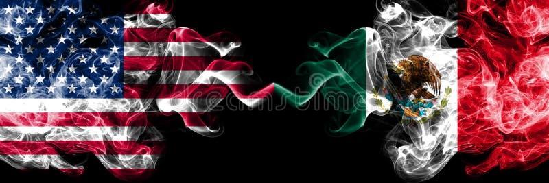 Los Estados Unidos de América contra México, banderas místicas ahumadas mexicanas colocadas de lado a lado Banderas sedosas co libre illustration