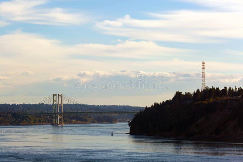 Los estrechos tienden un puente sobre de desafío del punto en el estado los E.E.U.U. de WA fotografía de archivo libre de regalías