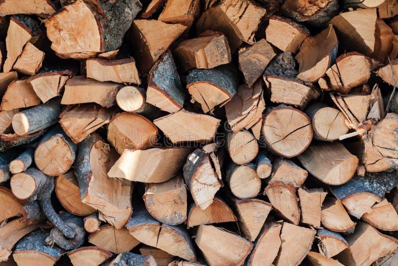 Los extremos de pedazos en la madera en un woodpile foto de archivo libre de regalías