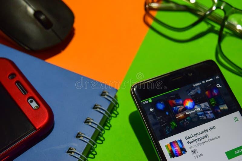 Los fondos HD Wallpapers el revelador app en la pantalla de Smartphone imágenes de archivo libres de regalías