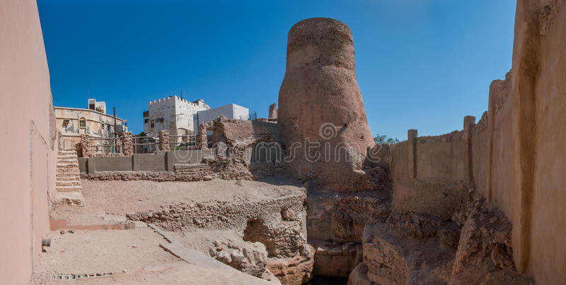 Los fortalecimientos del castillo de Tarout, isla de Tarout, la Arabia Saudita imagenes de archivo