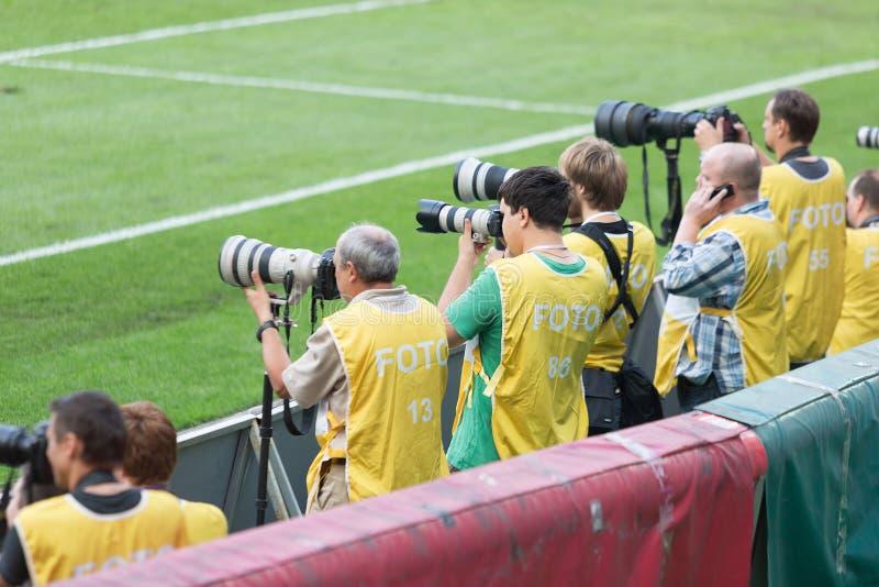 Los fotógrafos tiran el juego imagenes de archivo