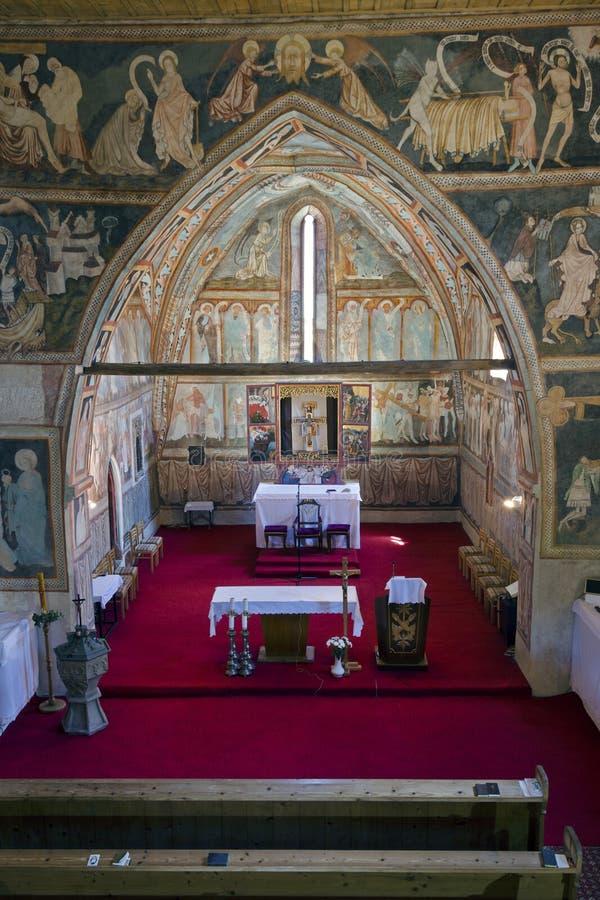 Los frescos dentro de la iglesia gótica imagen de archivo