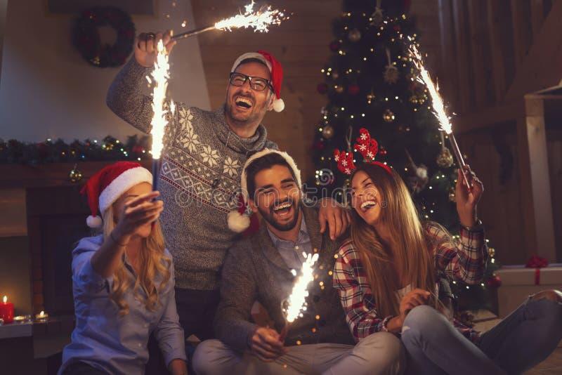 Los fuegos artificiales de medianoche del Año Nuevo fotografía de archivo libre de regalías