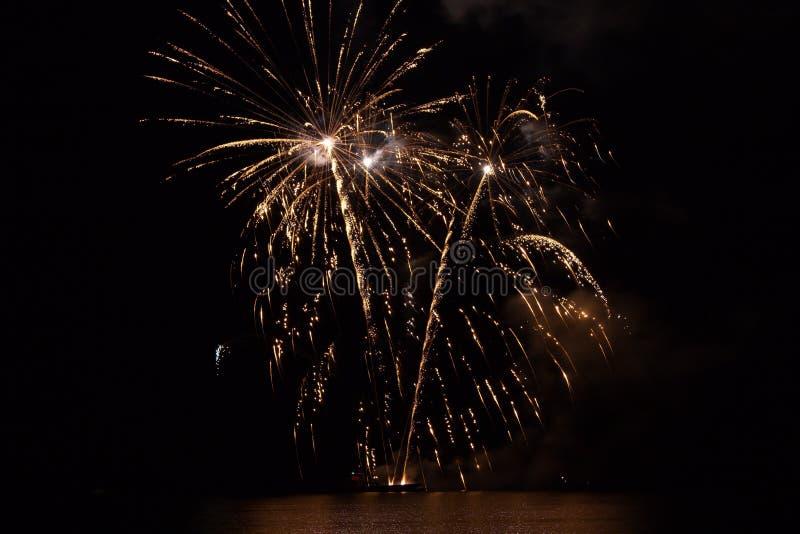 Los fuegos artificiales exhiben en la noche, isla de Vancouver imagen de archivo