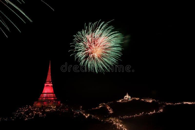 Los fuegos artificiales visualizan en el festival de Phra Nakorn Kiri imagen de archivo