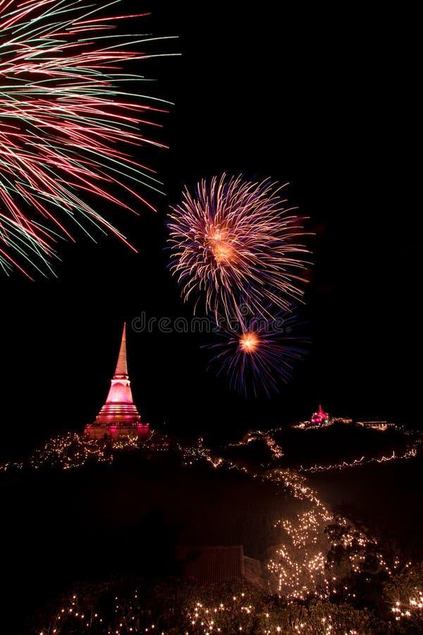 Los fuegos artificiales visualizan en el festival de Phra Nakorn Kiri imagen de archivo libre de regalías
