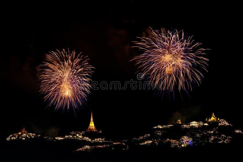 Los fuegos artificiales visualizan en el festival de Phra Nakorn Kiri fotos de archivo