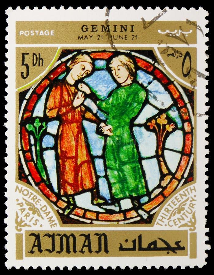 Los gemelos, zodiaco firman en el Notre Dame Cathedral, París, personalidades y su serie de las muestras del zodiaco, circa 1971 foto de archivo libre de regalías