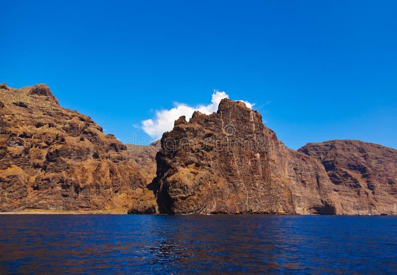 Los Gigantes rots bij het eiland van Tenerife - Kanarie royalty-vrije stock afbeelding