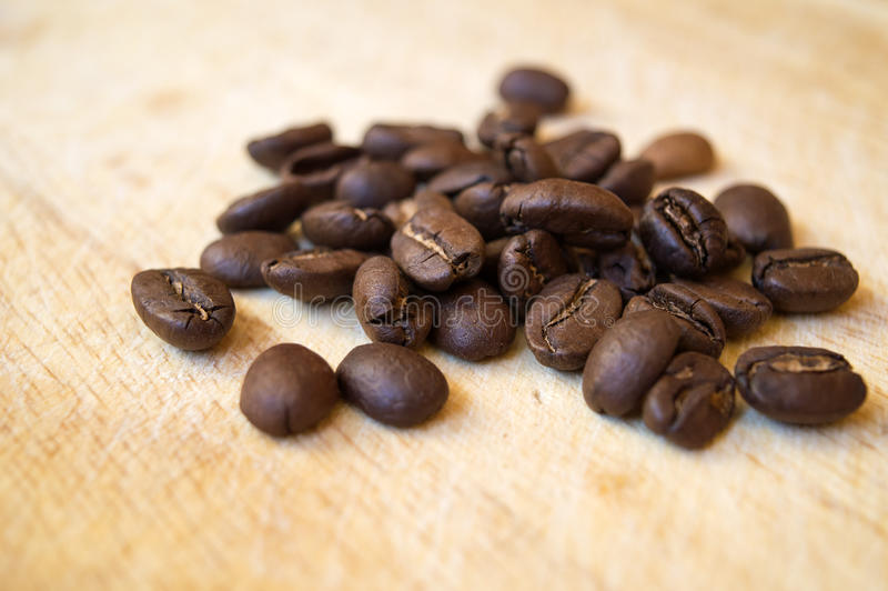 Los granos de café se cierran para arriba imagen de archivo