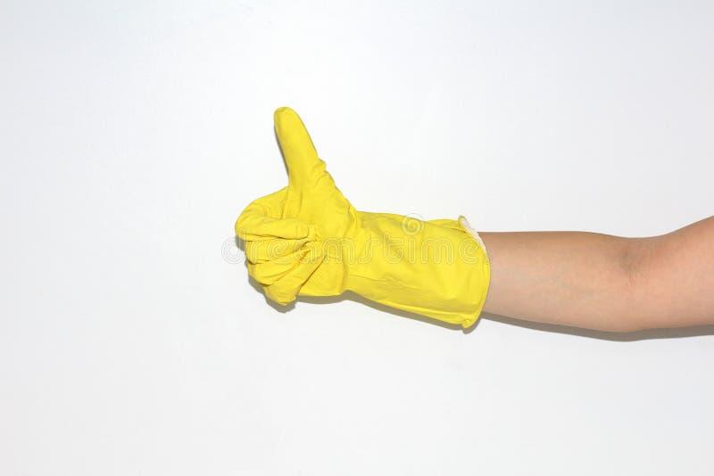 Los guantes de goma se llevan en la mano femenina fotografía de archivo libre de regalías