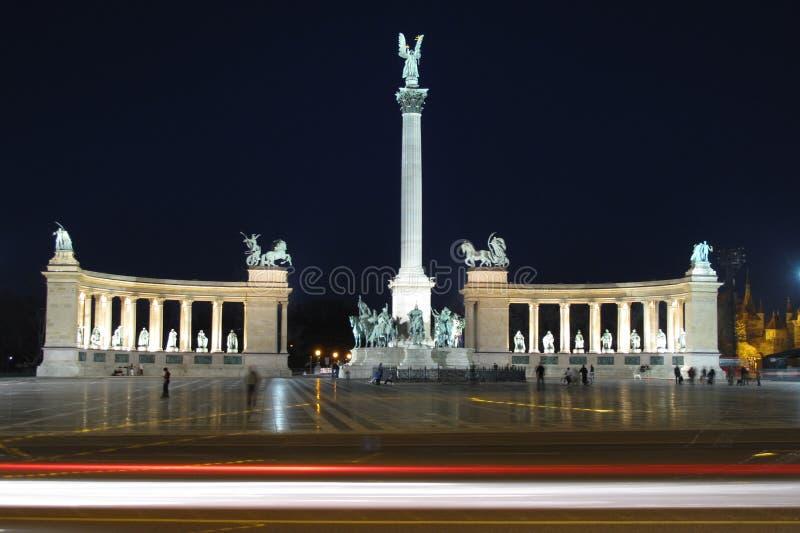 Los héroes ajustan en Budapest, Hungría imágenes de archivo libres de regalías